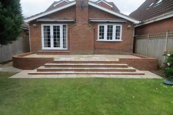 Patio in Purley with sweeping steps - Patio in Purley with sweeping steps